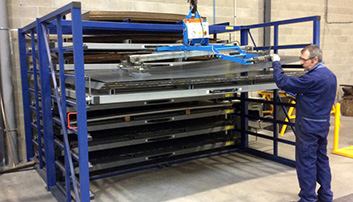 Use of a vacuum system for easy handling of your metal sheets